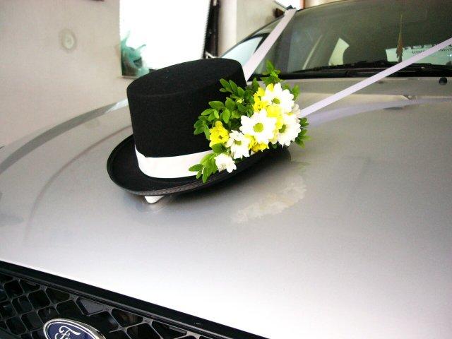 c01398bed48 Auto pro ženicha - Svatební průvodce   Svatební šaty